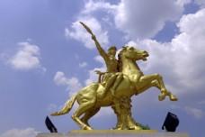 桥头铜雕塑