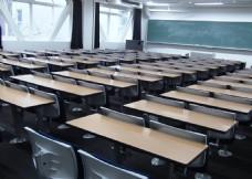 宽敞明亮大教室